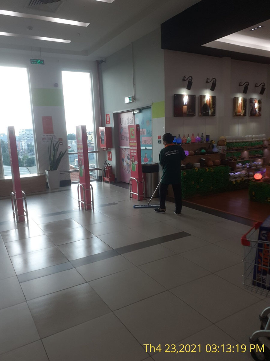 nhân viên tạp vụ siêu thị BigC