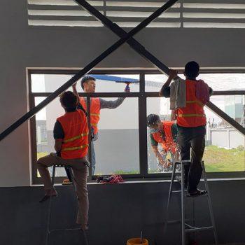 Bật mí cách lau kính tại nhà giúp bề mặt sạch bóng